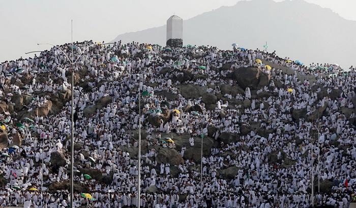 Восхождение паломниками на гору Арафат