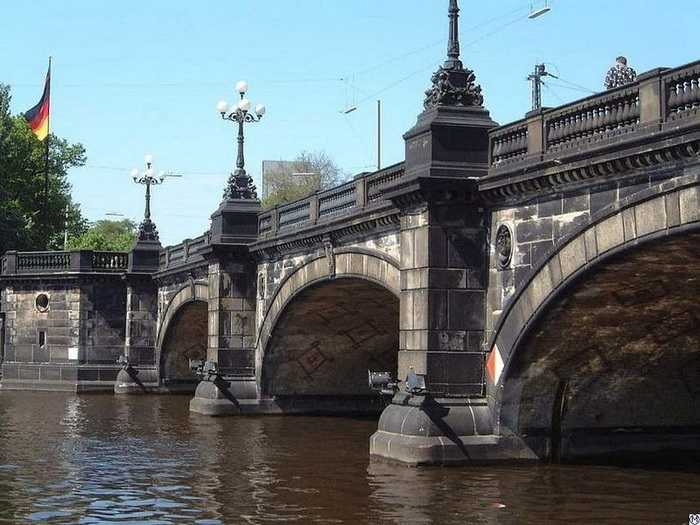 Мост Ломбард в Гамбурге