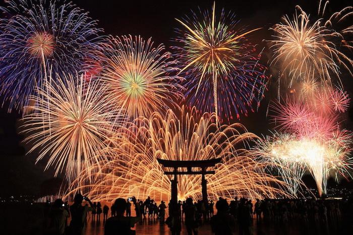 Hanabi - еженедельные праздники фейерверков в Японии