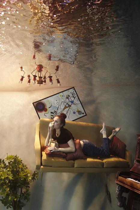 Затопленная комната в фотопроекте от Harry Fayt