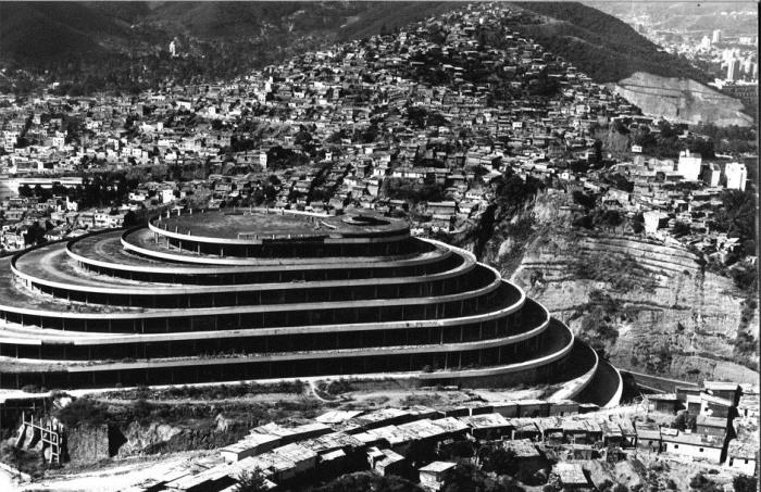 El Helicoide - здание, которое должно было стать зоной свободной торговли, но стало тюрьмой.