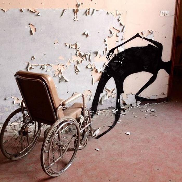 Тени *украсили* коридоры больницы для душевнобольных