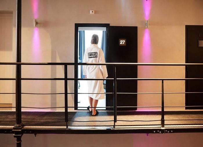 150 камер Het Arrestuis сегодня переоборудовано в 40 комфортабельных номеров