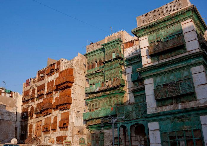 Старинные постройки.