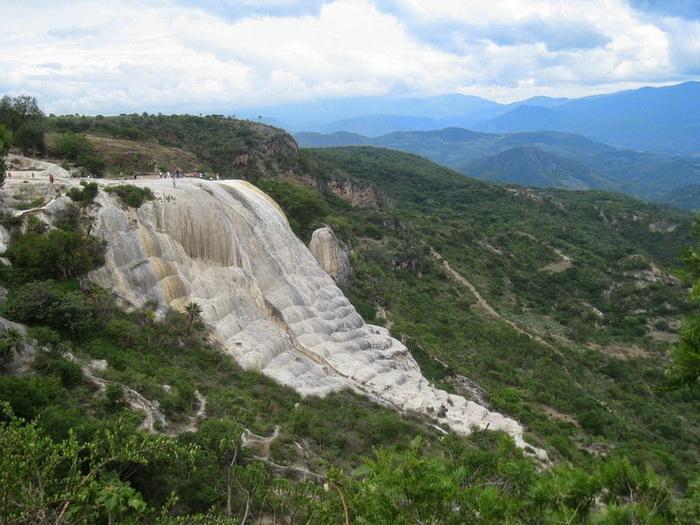 Окаменевший водопад в Мексике