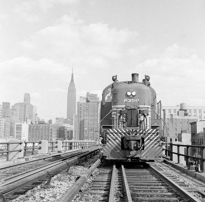 До 1980-х годов по железнодорожному полотну ездили поезда