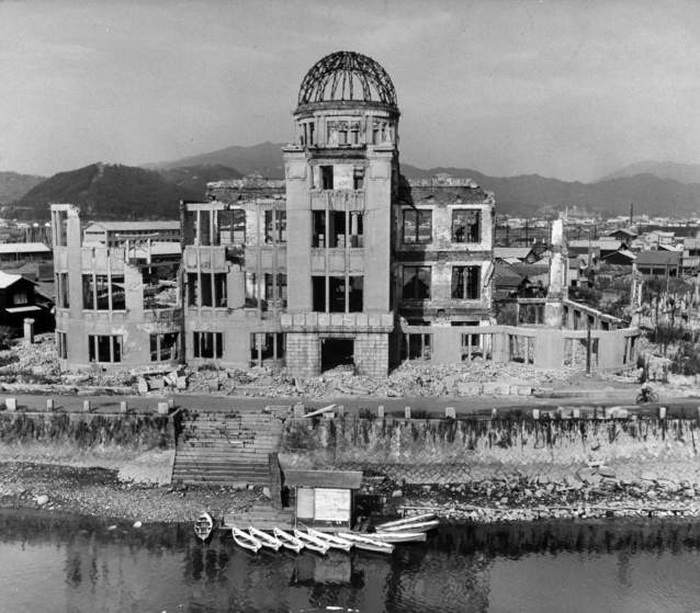 Здания, которые выстояли после удара