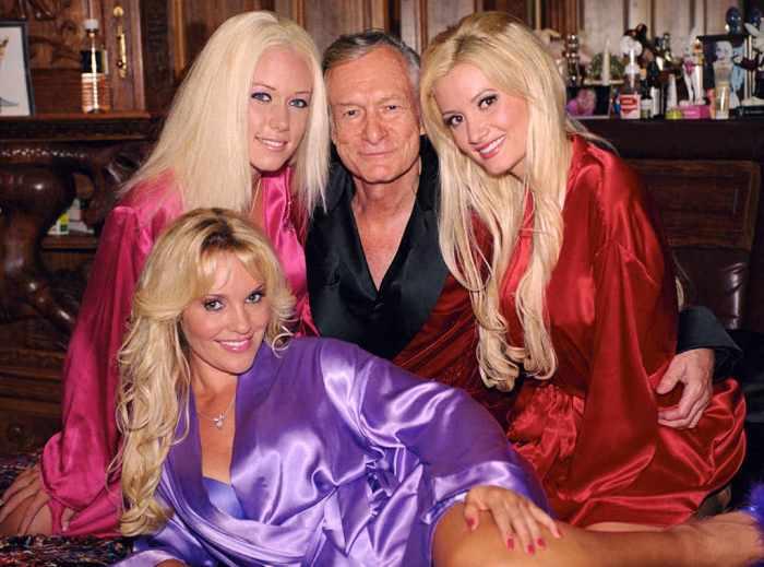 Хью Хефнер с зайчиками Playboy.