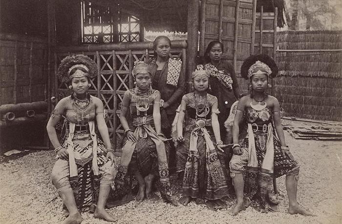 Экзотические народы удивляли европейцев. Деревня негров на парижской Всемирной выставке 1889 г.