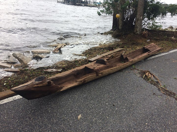 Каноэ - найденное после урагана Ирма.