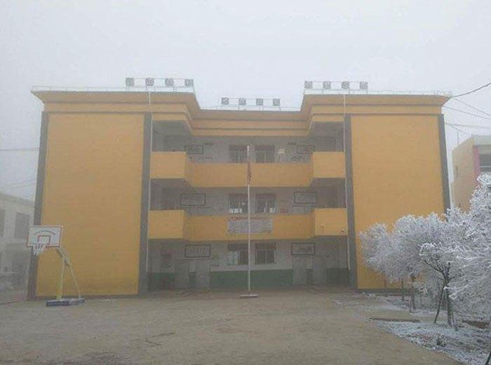 Китайская школа зимой не отапливается.