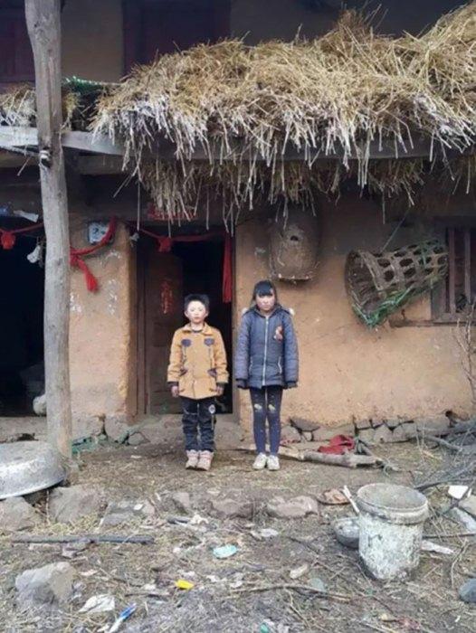 Отважный школьник со своей сестрой.