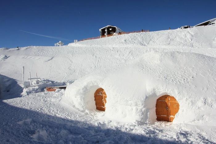 Отель построен по принципу эскимосского иглу