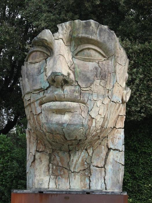 *Состарившиеся* статуи - способ показать увядание человеческой красоты