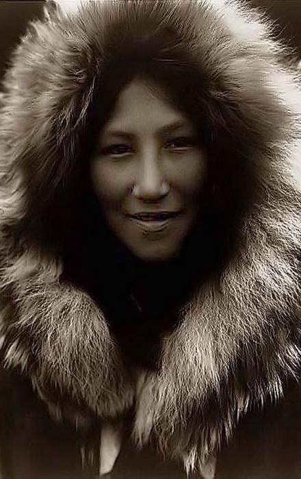Инуитская девушка. Фотограф: Edward S. Curtis
