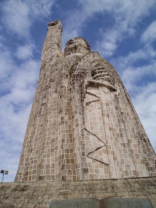 40-метровый монумент Хосе Марии Морелосу