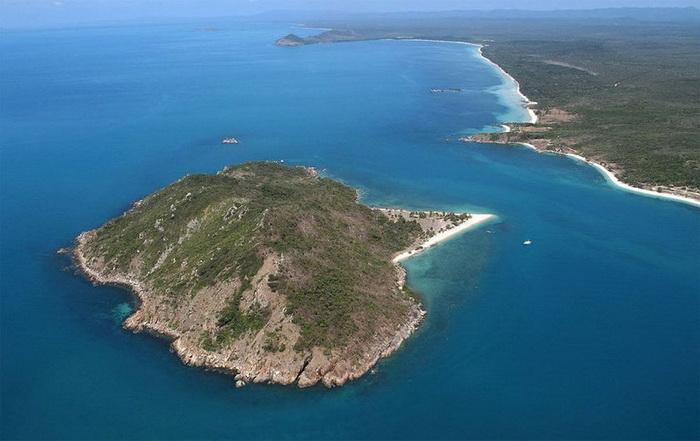 Остров располагается недалеко от Австралии.