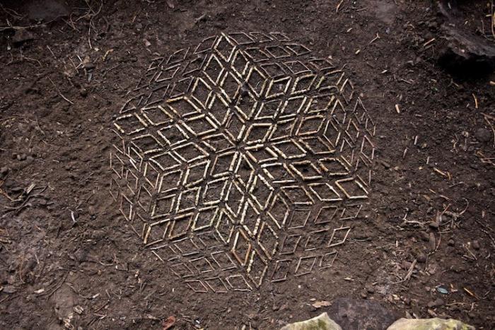 Геометрические узоры из палочек.