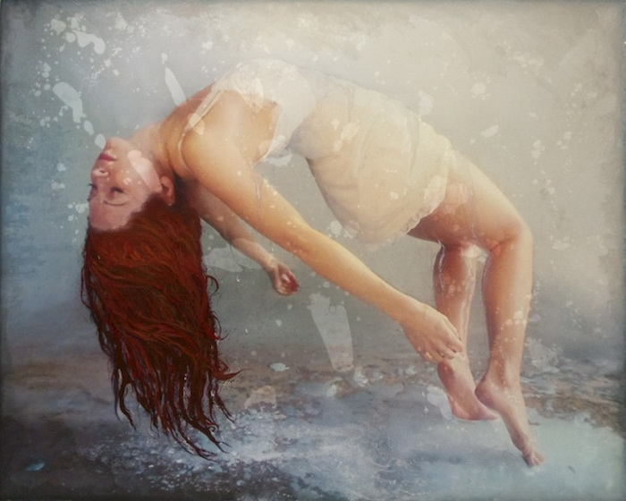 Джесика Данеган рисует картины эпоксидной смолой и акриловыми красками