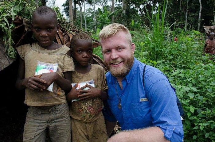 Джастин Рен и его подопечные из Африки.