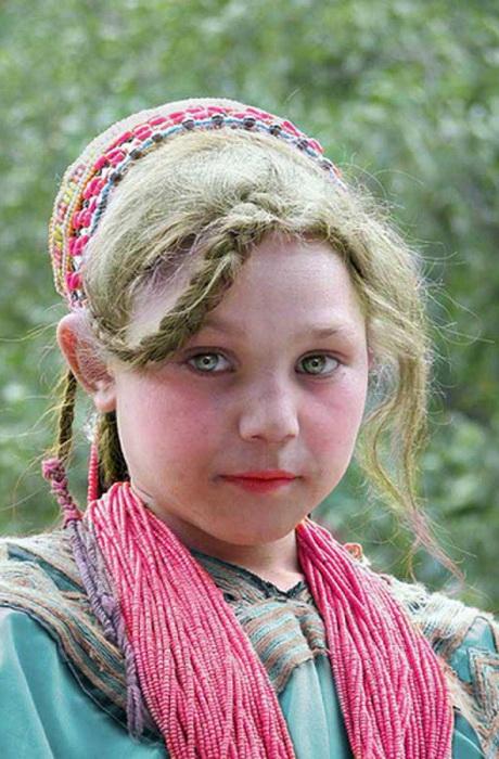 Светлые волосы и голубые или зеленые глаза - типичная внешность калашей