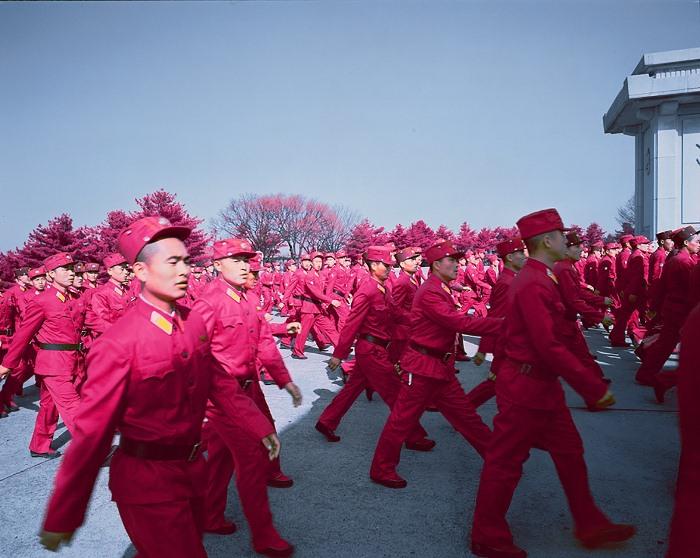 Армия КНДР - одна из самых больших в мире (1,2 млн служащих и 8 млн резервистов).