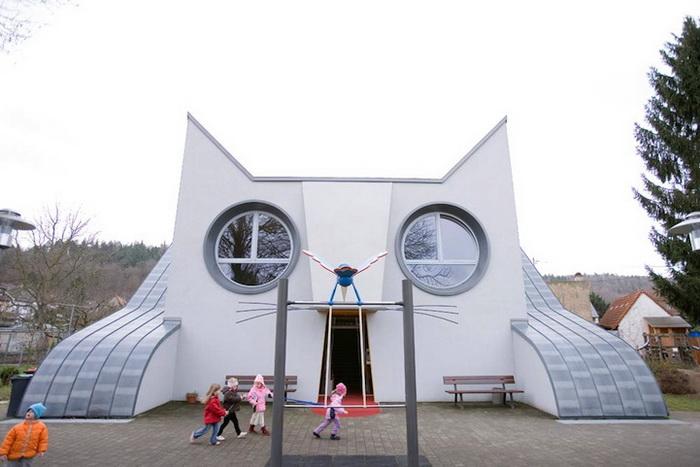 Детский сад в виде кота в немецком городе Wolfartsweier