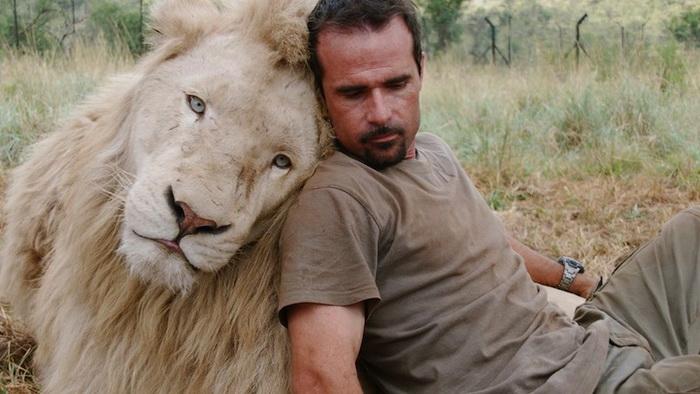 Животные относятся к Кевину очень душевно