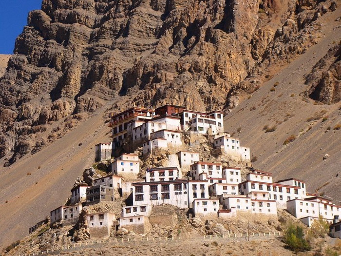 Ки Гомпа - крупнейший  буддийский монастырь