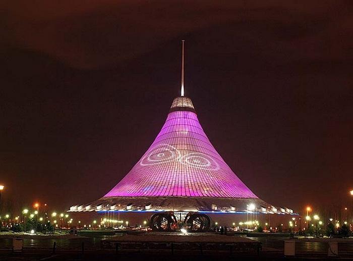 Ночная подсветка торгово-развлекательного центра *Хан Шатыр*