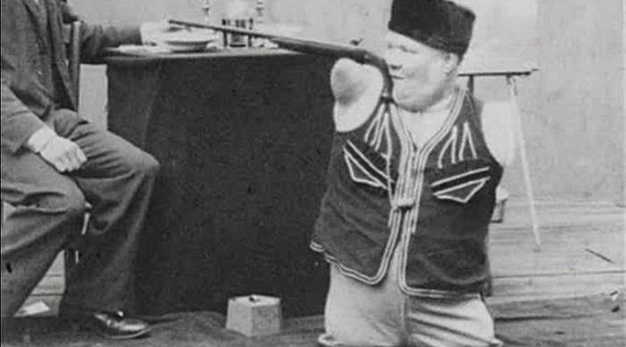 Николай Кобельков - мужчина без рук и ног, который сумел прославиться как исполнитель невероятных трюков.