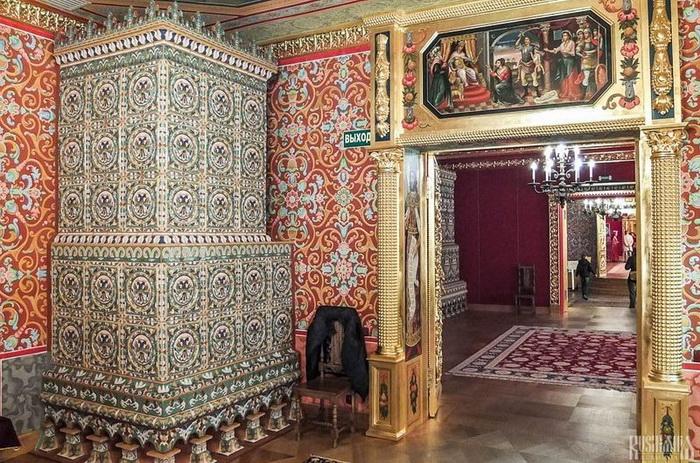 Богатое внутреннее убранство комнат Коломенского дворца