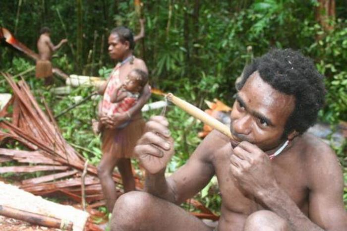 Аборигены - заядлые курильщики