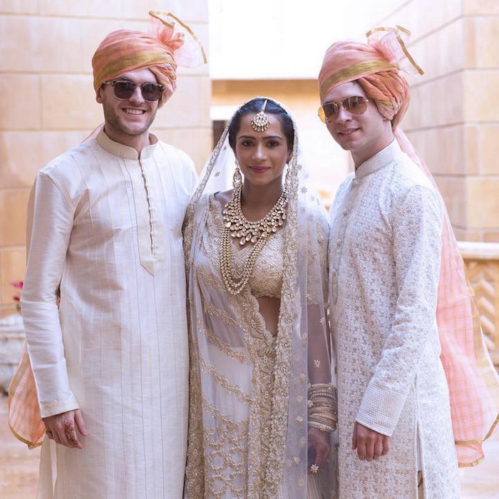 Kresha Bajaj Zaveri с родственниками