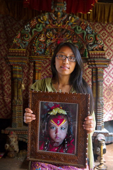 Саджани Шакья, 17 лет. Кумари с 3 до 11 лет, сейчас готовится к поступлению в колледж на программиста