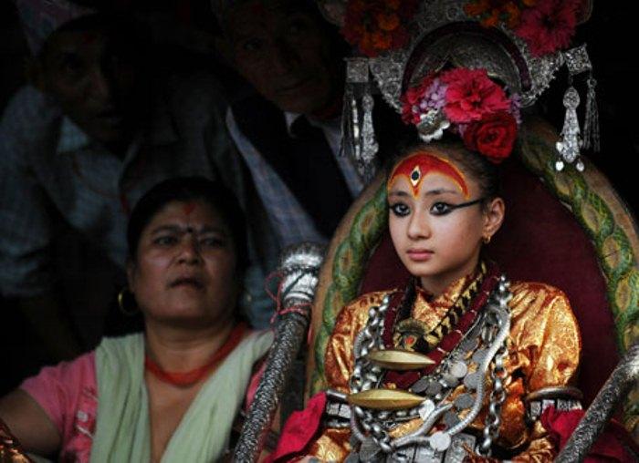 Богиня кумари посвящает свою жизнь служению людям. Фото: english.manoramaonline.com
