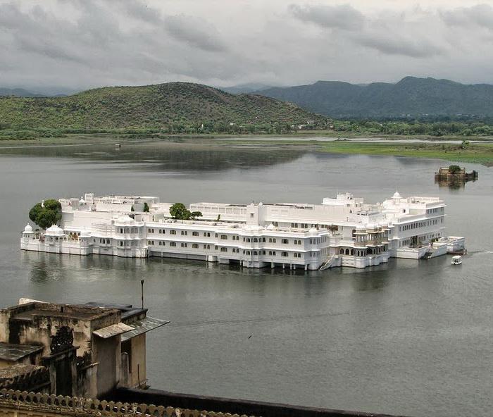 Озерный дворец - главная достопримечательность города Удайпур (Индия)