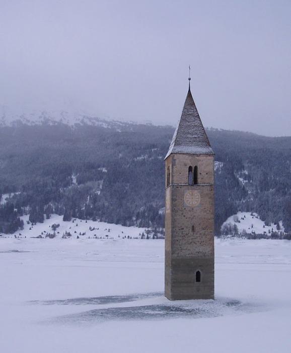 Зимой озеро Решен замерзает и к церкви можно дойти пешком