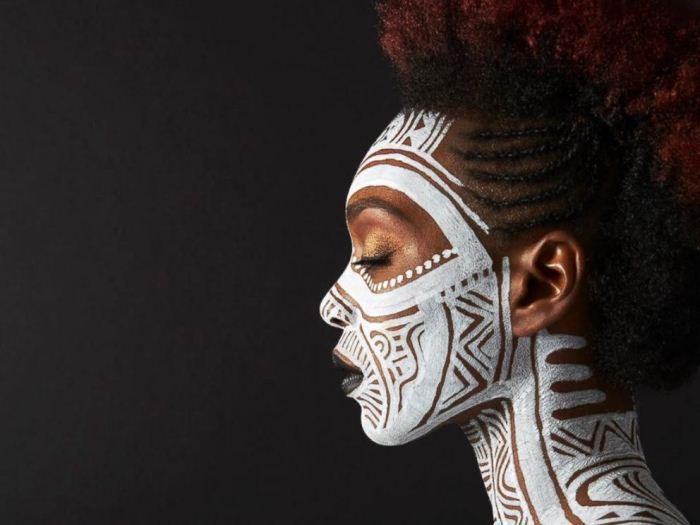 Роспись по телу: загадочные рисунки от афроамериканского художника