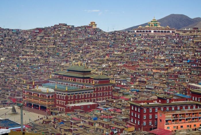 Институт Larung Gar - крупнейший в мире центр по изучению буддизма