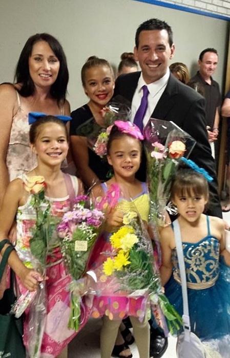 Лаура и Рико Руффино поддерживают приемных дочерей на соревновании
