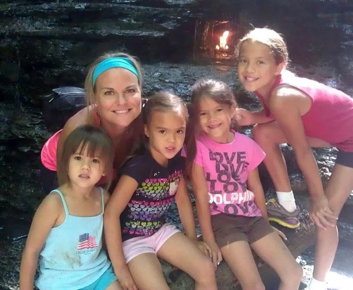 Лаура Руффино с дочерьми лучшей подруги