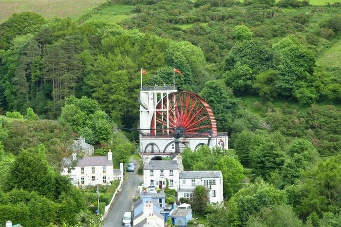 Водяная мельница - главная достопримечательность деревни Laxey