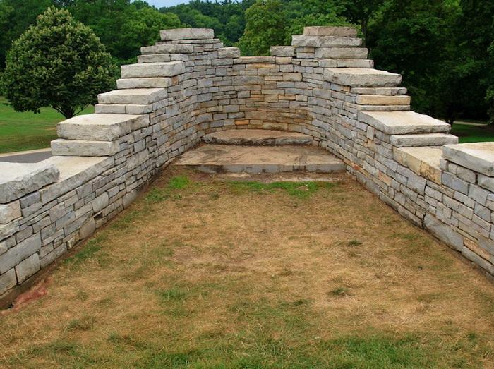 Памятник построен в 1990 г. архитектором Ральфом Хелмиком (Ralph Helmick)