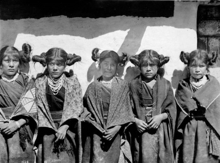 Незамужние девушки хопи.