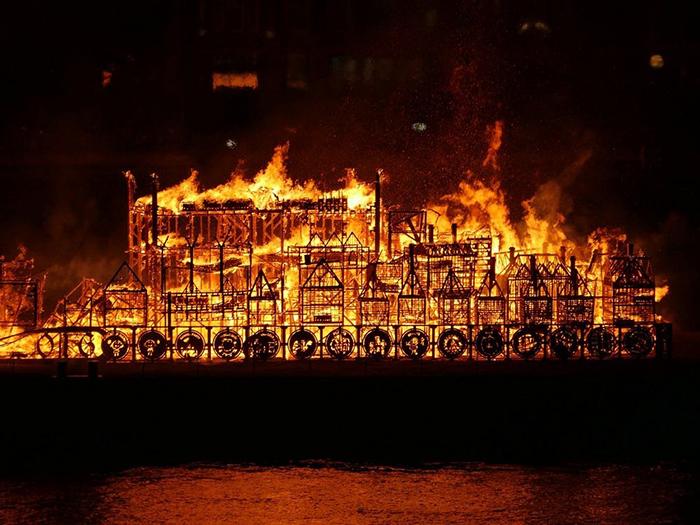 В Лондоне сожгли деревянный макет города