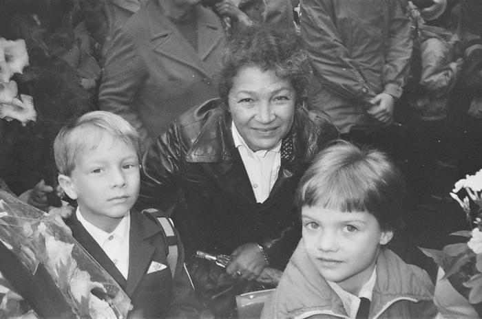 Неизвестный русский мальчик с букетом в руках.