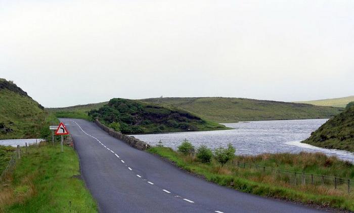 Дорога через Исчезающее озеро (Ирландия)