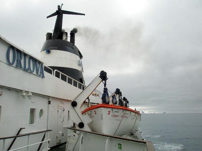 Корабль-призрак *Любовь Орлова*.