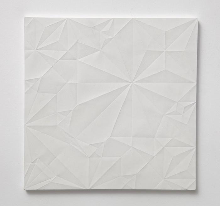 Оригами выполнено из целого листа бумаги
